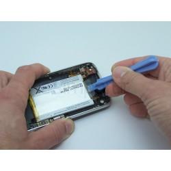 Démontage et remplacement de la batterie sur un iphone 3G