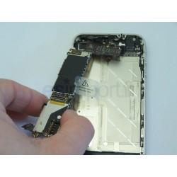 Démontage et remplacement de la carte-mère d'un iphone 4