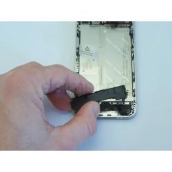 Démontage et remplacement du module WIFI d'un iphone 4