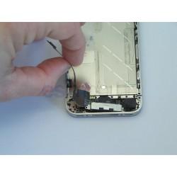 Démontage et remplacement de la nappe USB d'un iphone 4